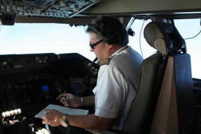 Dieter Grewe im Cockpit eines Jumbo-Jets auf dem Flug nach Mexiko-City